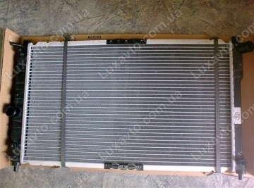Радиатор охлаждения Дэу Нубира (Daewoo Nubira) 97-99 с кондиционером МКПП Samsung
