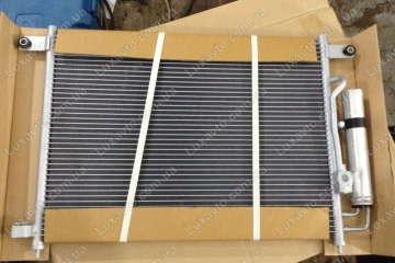 Радиатор кондиционера Шевроле Авео 1.5-1.6 (Chevrolet Aveo) (T200,250) Bingo с бачком