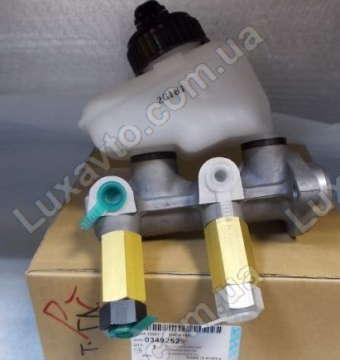 Цилиндр главный тормозной Дэу Нексия (Daewoo Nexia) 1.5 Корея DAC в сборе с вакуумом